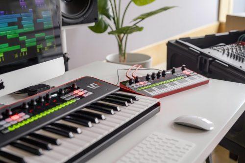 IK Multimedia UNO Synth Pro Desktop Sintetizzatore